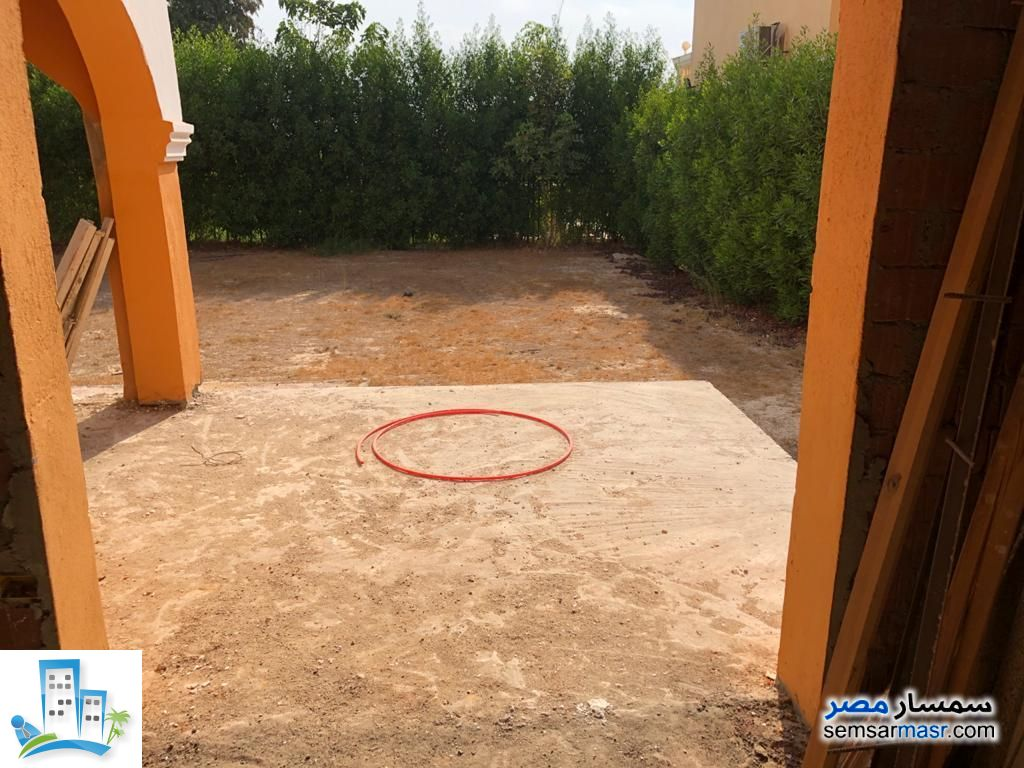 Villa 4 bedrooms 3 baths 220 sqm without finish For Sale Shorouk City Cairo - 6