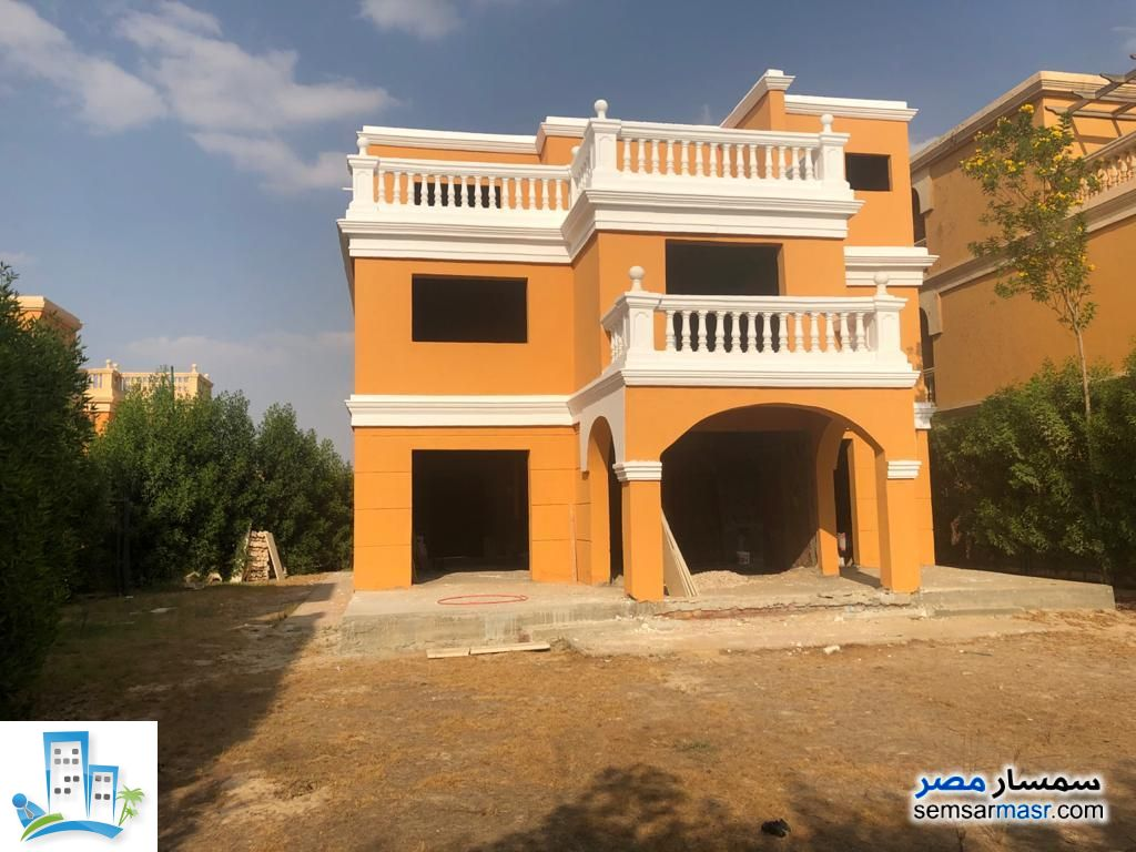 Ad Photo: Villa 4 bedrooms 3 baths 220 sqm without finish in Shorouk City  Cairo