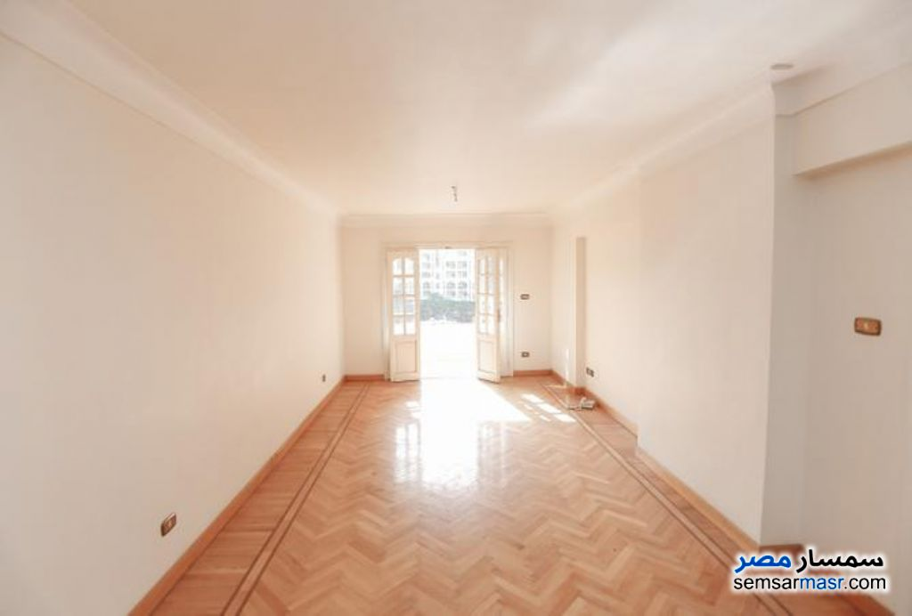 Ad Photo: Apartment 3 bedrooms 2 baths 220 sqm super lux in Shubra  Cairo
