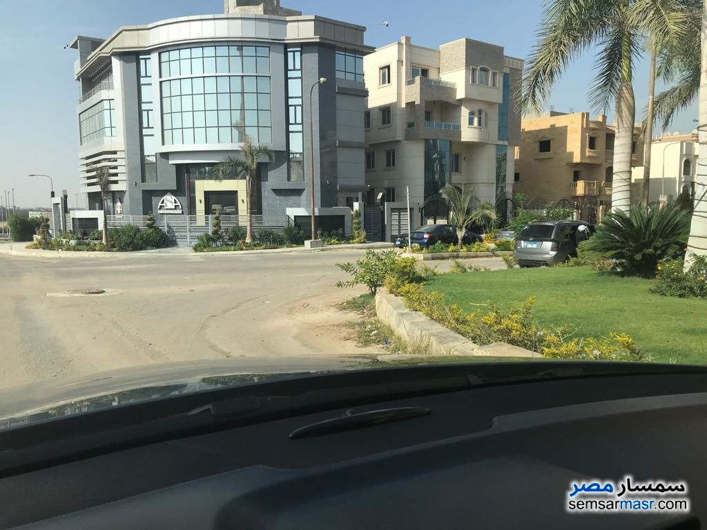 Ad Photo: Commercial 1060 sqm in West Somid  6th of October