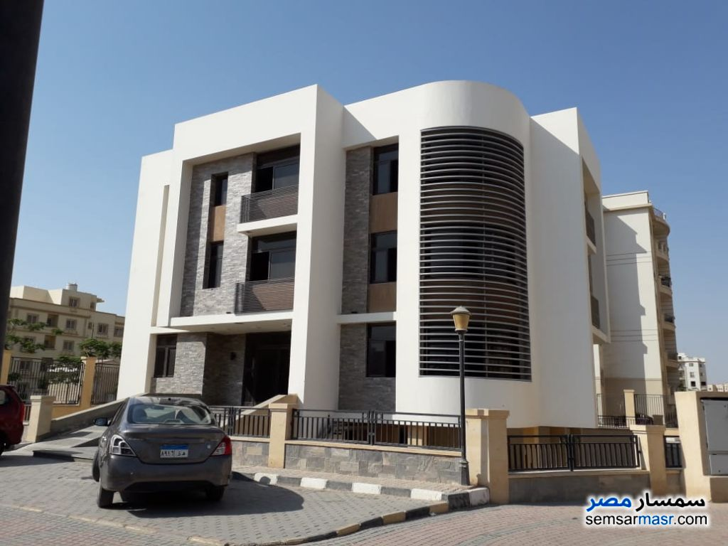 Ad Photo: Commercial 629 sqm in October Gardens  6th of October