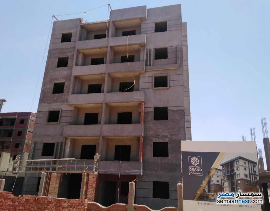 Ad Photo: Apartment 3 bedrooms 1 bath 90 sqm semi finished in October Gardens  6th of October