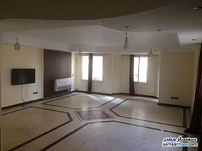 Ad Photo: Apartment 4 bedrooms 3 baths 250 sqm extra super lux in Maadi  Cairo
