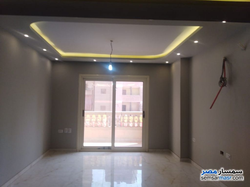 Ad Photo: Apartment 2 bedrooms 2 baths 125 sqm super lux in Tersa  Giza