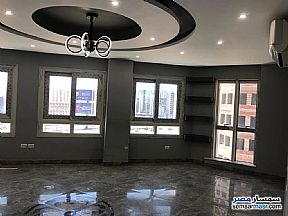 Ad Photo: Apartment 4 bedrooms 3 baths 225 sqm extra super lux in Sheraton  Cairo