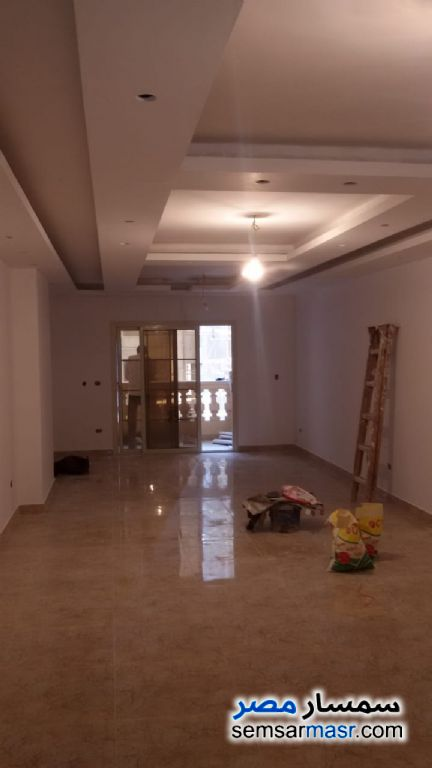 Photo 1 - Apartment 3 bedrooms 2 baths 230 sqm extra super lux For Rent Maadi Cairo