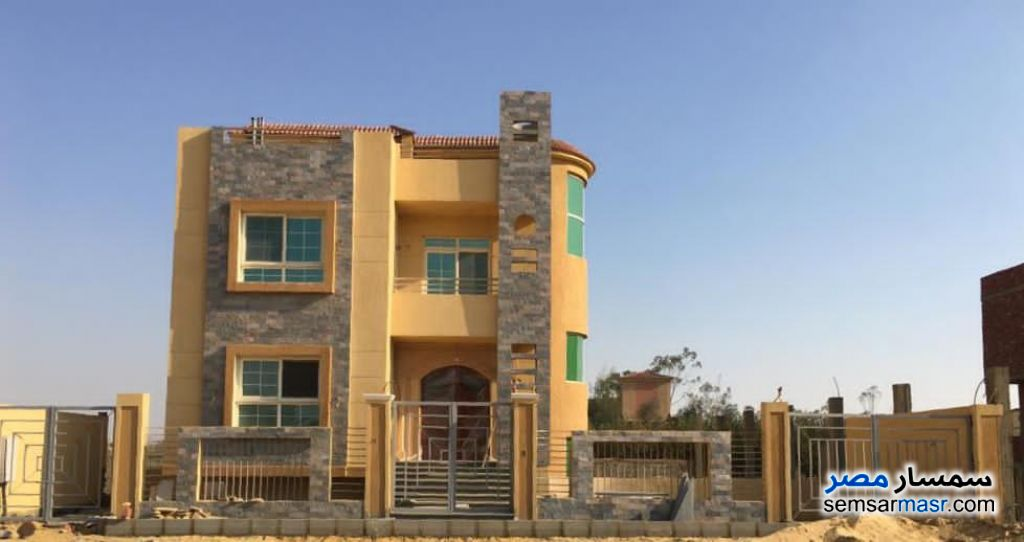 Ad Photo: Villa 5 bedrooms 4 baths 424 sqm without finish in North Extensions  6th of October