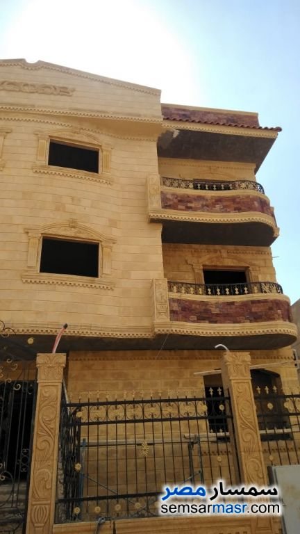 Ad Photo: Villa 3 bedrooms 3 baths 200 sqm semi finished in El Ubour City  Qalyubiyah