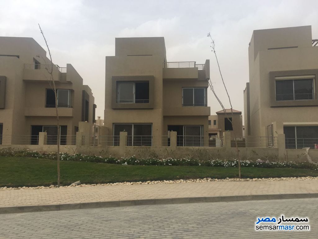 Ad Photo: Villa 5 bedrooms 3 baths 324 sqm without finish in 6th of October