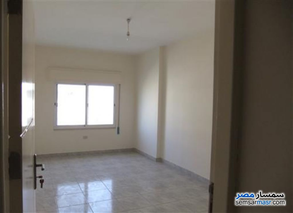 Photo 2 - Apartment 3 bedrooms 1 bath 250 sqm super lux For Rent Mohandessin Giza